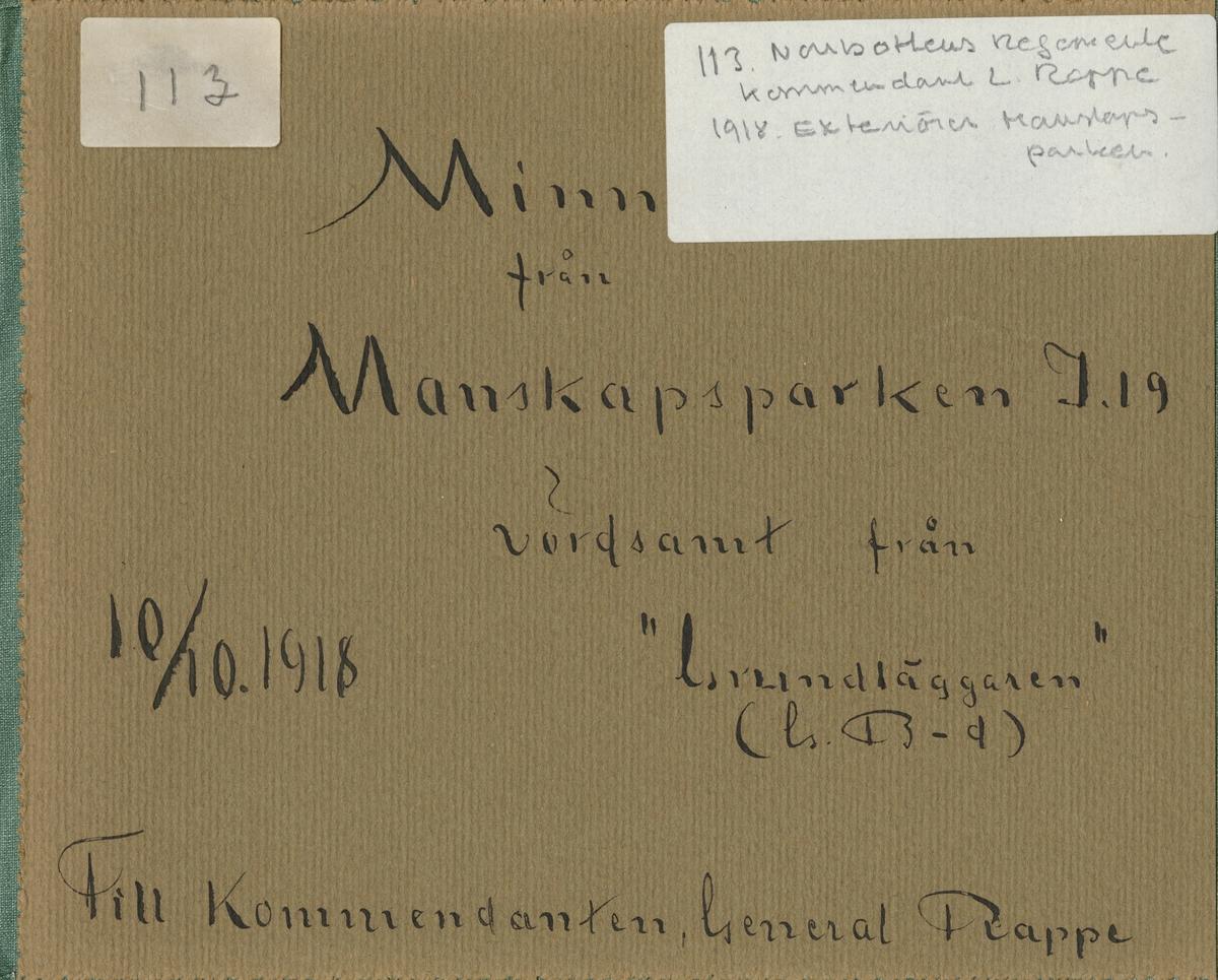 """Text i fotoalbum: """"Minnen från manskapsparken I 19""""."""