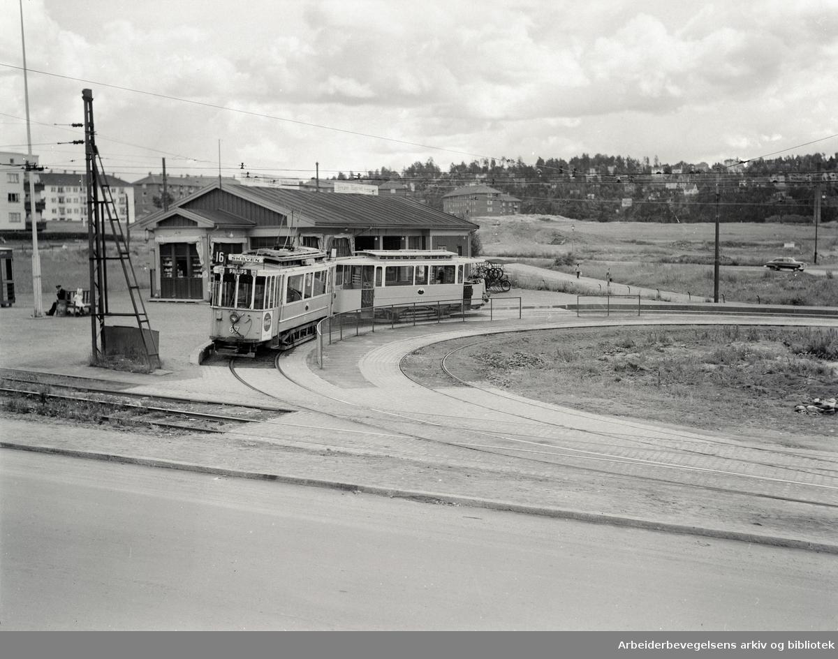 Etterstad: Trikkeholdeplassen. Juni 1952
