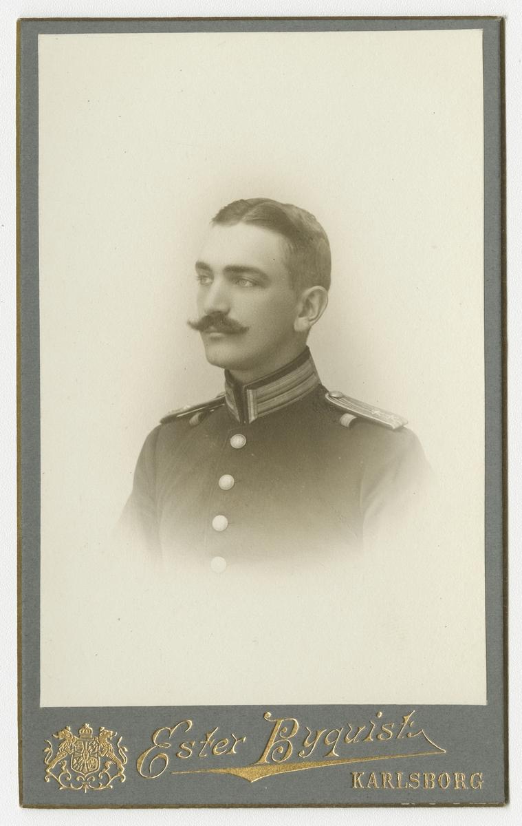 Porträtt av Harald Lundquist, löjtnant vid Västmanlands regemente I 18.