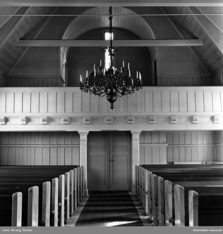 """Text till bilden:""""Fagerhults kapell. Interiör mot öster""""."""