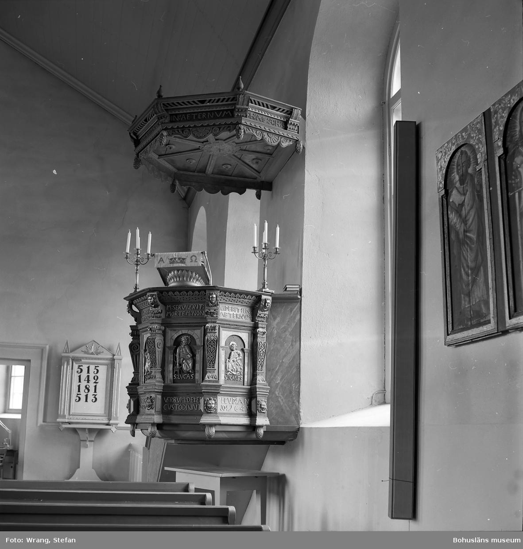 """Text till bilden: """"Torps kyrka. Predikstol från 1645 med ljudtak""""."""