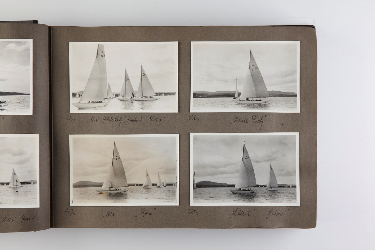 Album med fotografier av seilbåter fra regattaer i 1933.