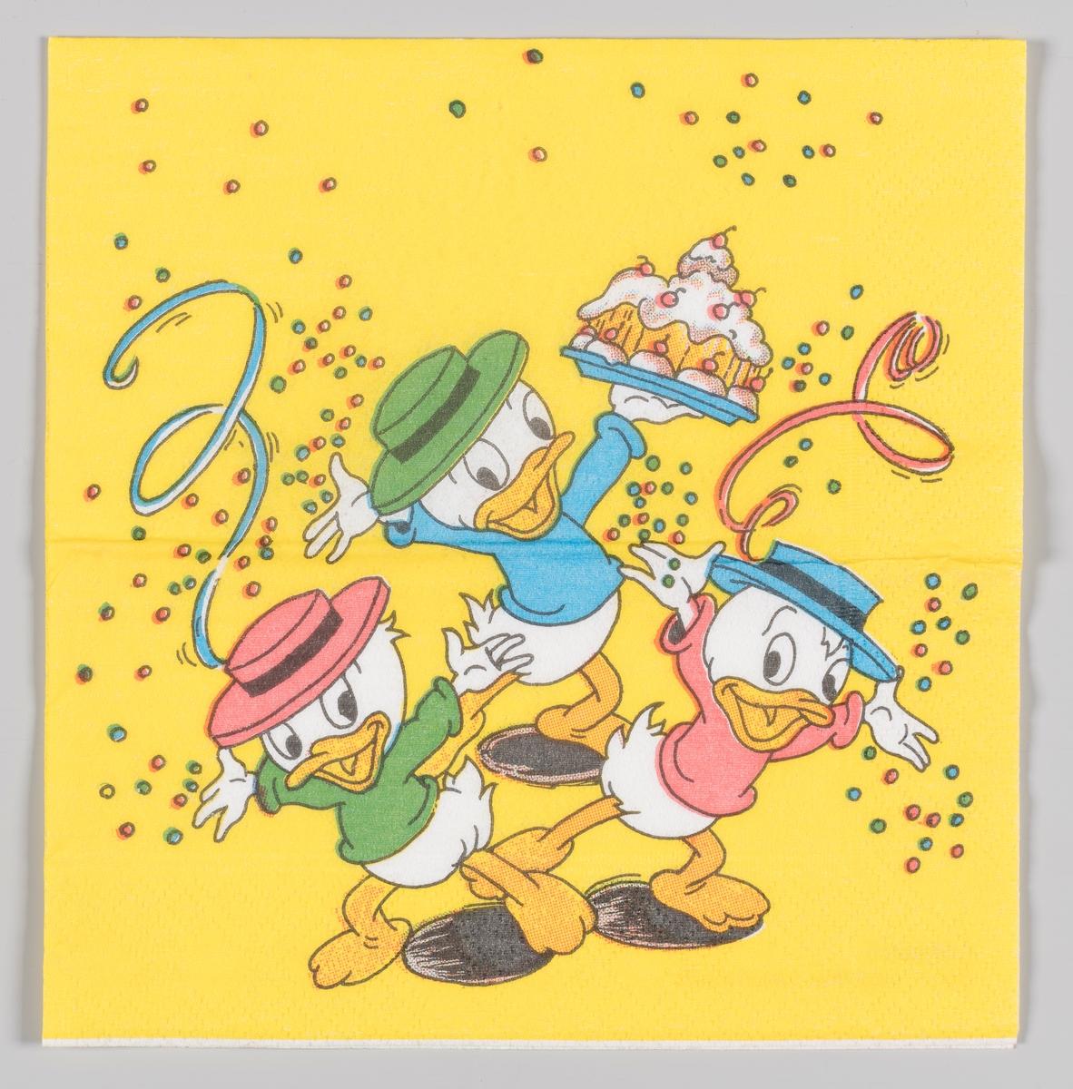 Ole, Dole og Doffen sprer ut armene sine og står med en bursdagkake mens det daler ned konfetti