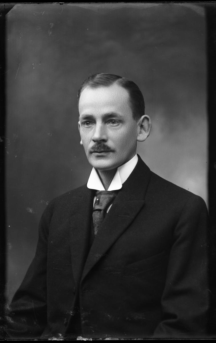 Folkskolelärare och folkskoleinspektör Georg Leontein, Västerås, född 1884.