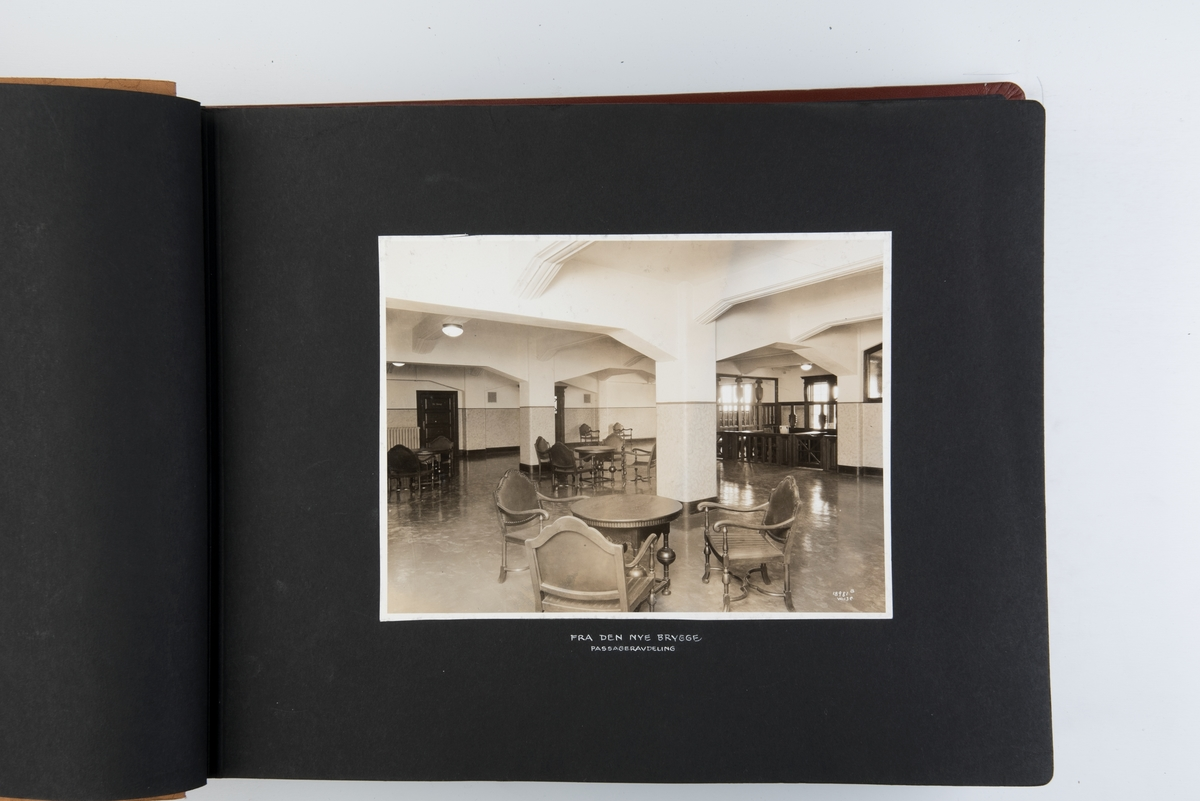Album med fotografier av NALs kontorer og skip i Norge og USA