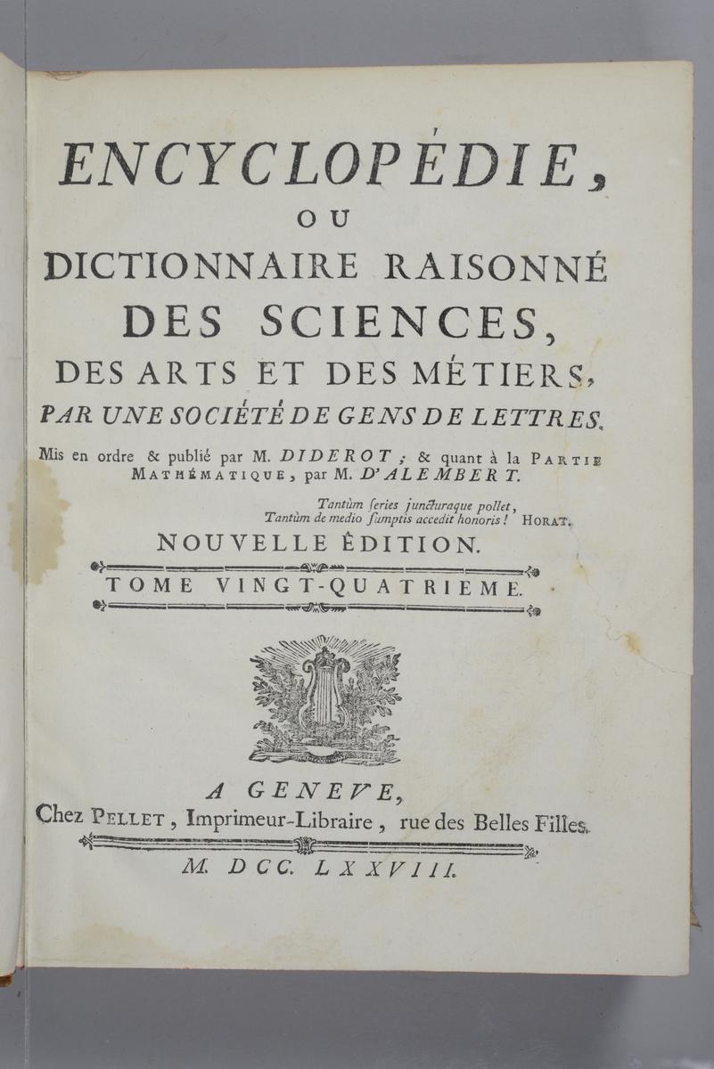 """Bok, """"Encyclopedie ou dictionnaire raisonne des sciences, des arts et des metiers"""" av Diderot och d`Alembert, utgiven 1778. Ny upplaga, vol. 24. Halvfranskt band med pärmar av papp med påklistrat marmorerat papper, rygg av skinn med fem upphöjda bind med guldpräglad dekor, blindpressad och guldornerad rygg, titelfält med blindpressad titel och ett mörkare fält med volymens nummer. Påklistrad pappersetikett med nummerbeteckning med bläck. Rött snitt. Bokmärke av grönt siden."""