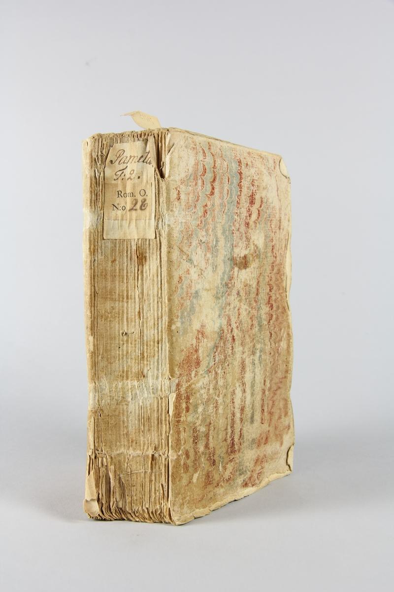 """Bok, """" Pamela ou la vertu recompensée"""", del 2, tryckt 1743 i Amsterdam. Pärm av marmorerat papper, oskuret snitt. Blekt rygg med pappersetikett med volymens namn och samlingsnummer."""