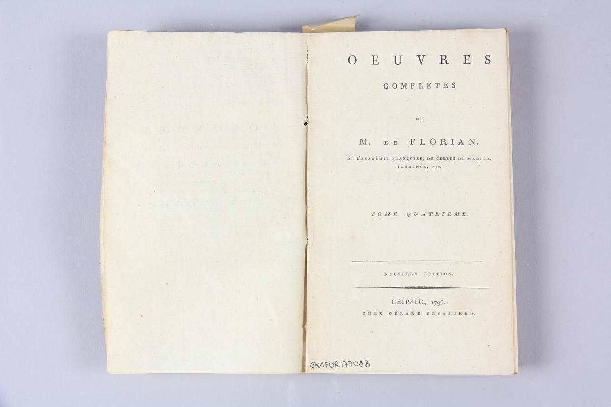 """Bok, häftad, """"Oeuvres complètes"""", del 4, skriven av de Florian, tryckt i Leipzig 1796. Pärmar av gråblått papper, skurna snitt. Ryggen blekt och skadad. På pärmens insida klistrad text ur annan bok."""