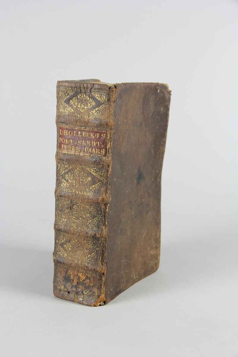 """Bok, """"Ludvig Holbergs mindre poetiske skrifter"""". Skinnband med guldpräglad rygg i fem upphöjda bind, fält med titel. Illustrerad med kopparstick."""
