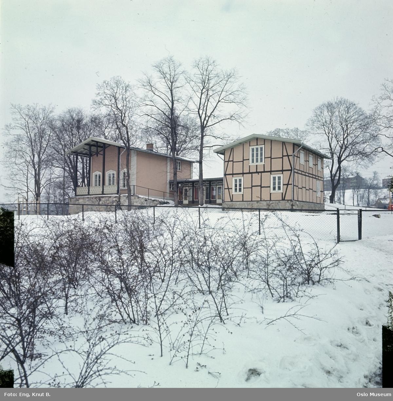 Heibergløkken, bolighus, gjerde, snø