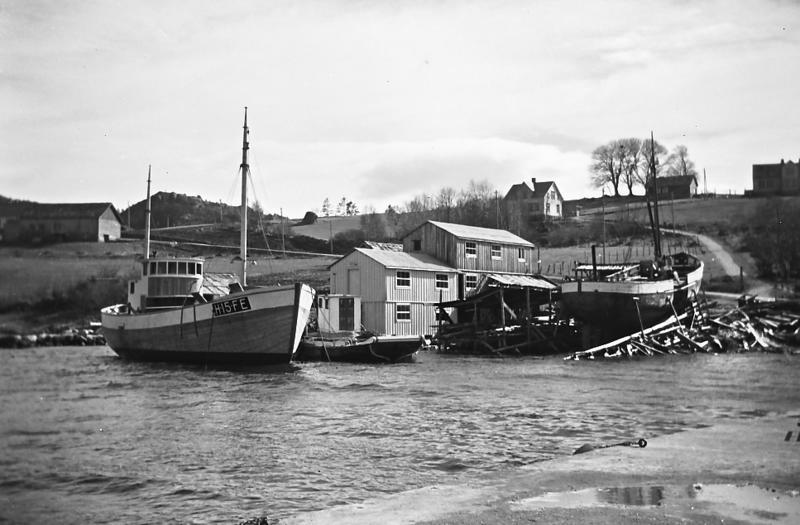 Vita forlenges på Nordhuglo båtbyggeri i 1957 (Foto/Photo)