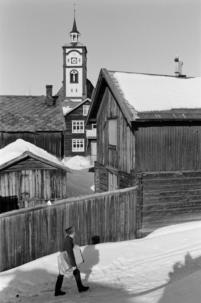 Bylandskap med gårder og kirken på Røros.