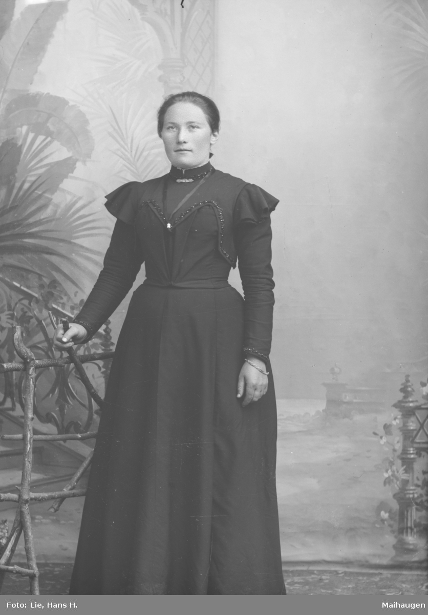 Portrett, helfigur, Anne Langveg
