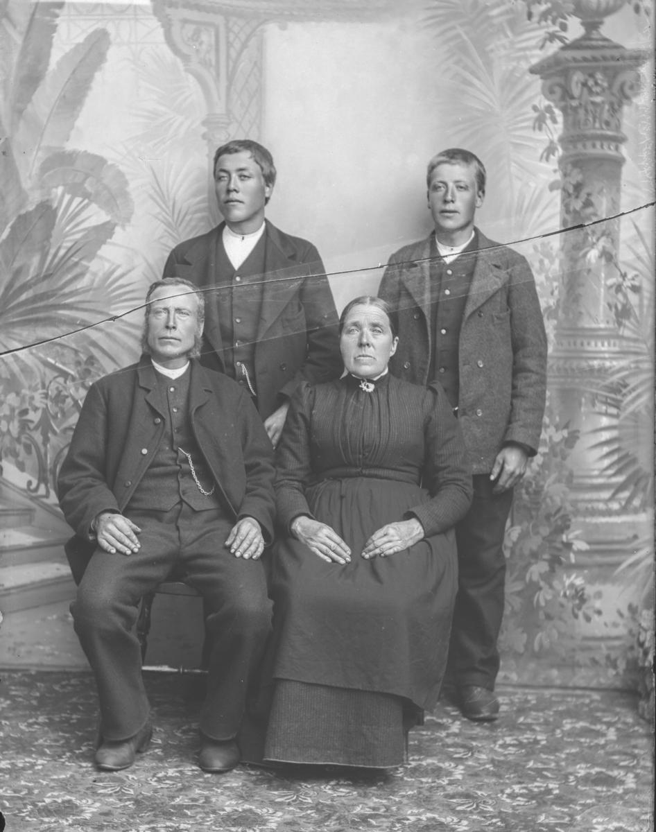Arne A. Karstadhaugen med familie.