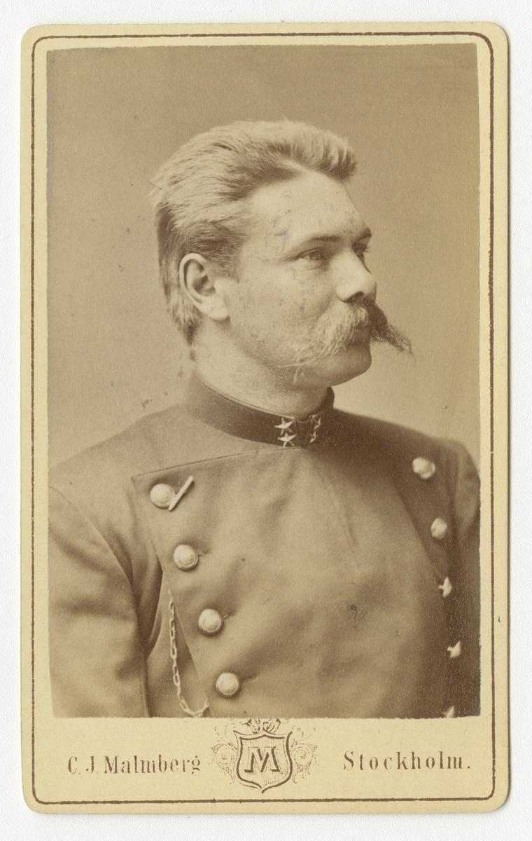 Porträtt av Emil Robert Seybold, löjtnant vid Södermanlands regemente I 10. Se även bild AMA.0021835.