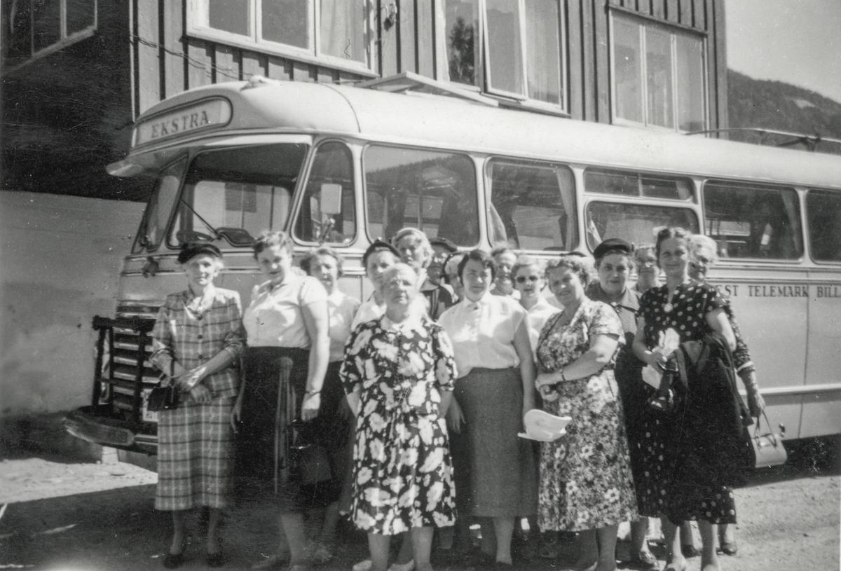 Gruppebilete, Odda Husmorlag, utflukt, buss, Haukelisæter.
