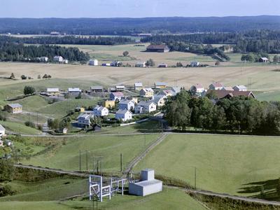 Flyfoto eller skråfoto av Gudimfeltet og Dørjehaugen, Rakkestad 11. sept. 1963.. Foto/Photo
