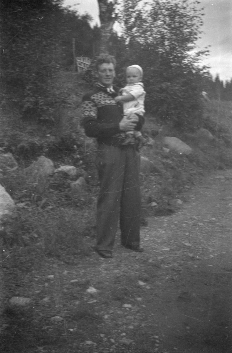 Portrett av mann med barn, Olav Børresen med sønnen