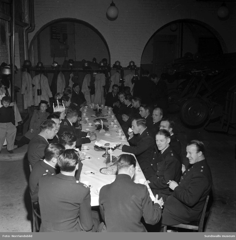 Personalen har högsta beredskap på brandstationens luciafest.