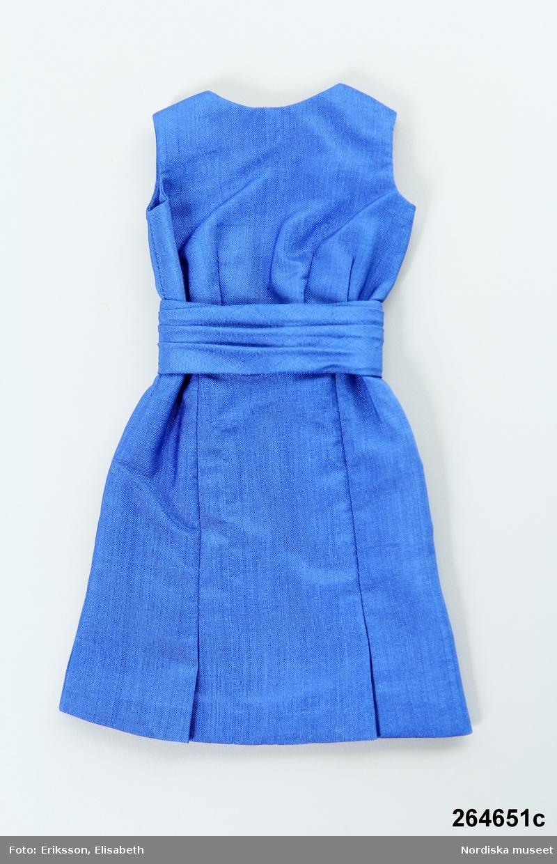 Katalogkort:  c) klänning, shantung, blå.