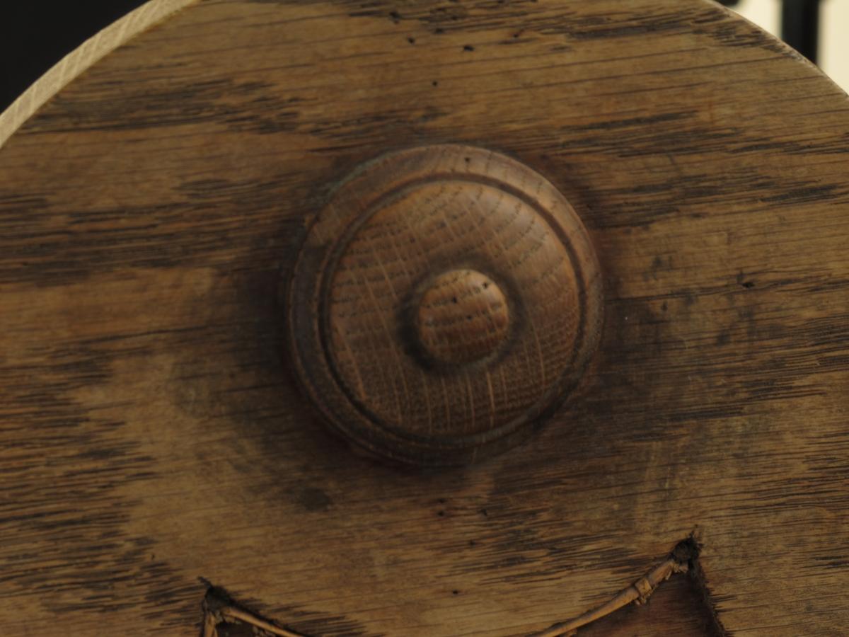 Stoler, 4 stk. Ca. 1890.  Rottingrygg og opprinnelig også rotting i setet,  nå perforerte finerplater. Dreide forben, rett sarg med sete litt ut over sargkanten. Høy rett rygg med rotting i midt  partiet og firkantede sidestaver, med topprosett.  Rundet toppstykke med en pålimt sirkulær knott.