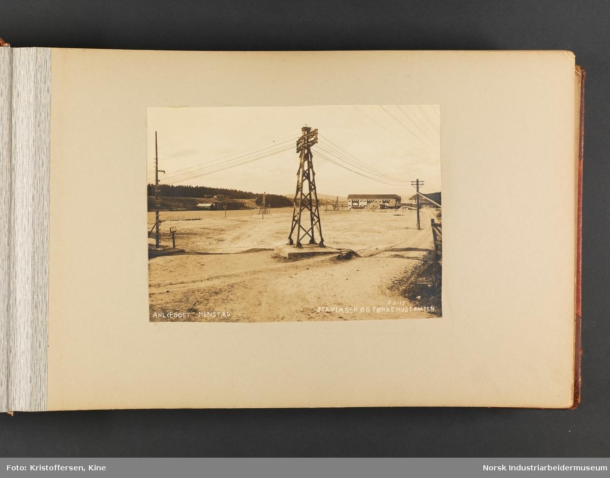 Fotoalbum med 100 sider og 53 innlimte fotografier fra Menstad i Skien