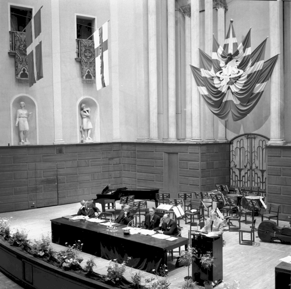 Mötets öppnande i Konserthusets stora sal.