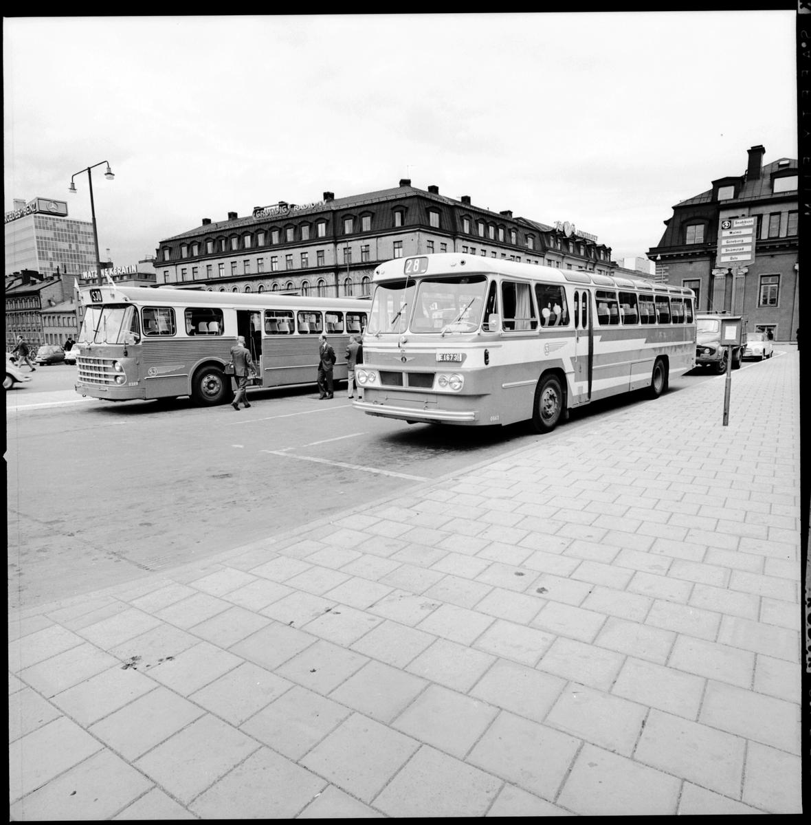 Statens Järnvägar SJ, bussar vid bussangöringen på Klarabergsviadukten vid Stockholm Centralstation.