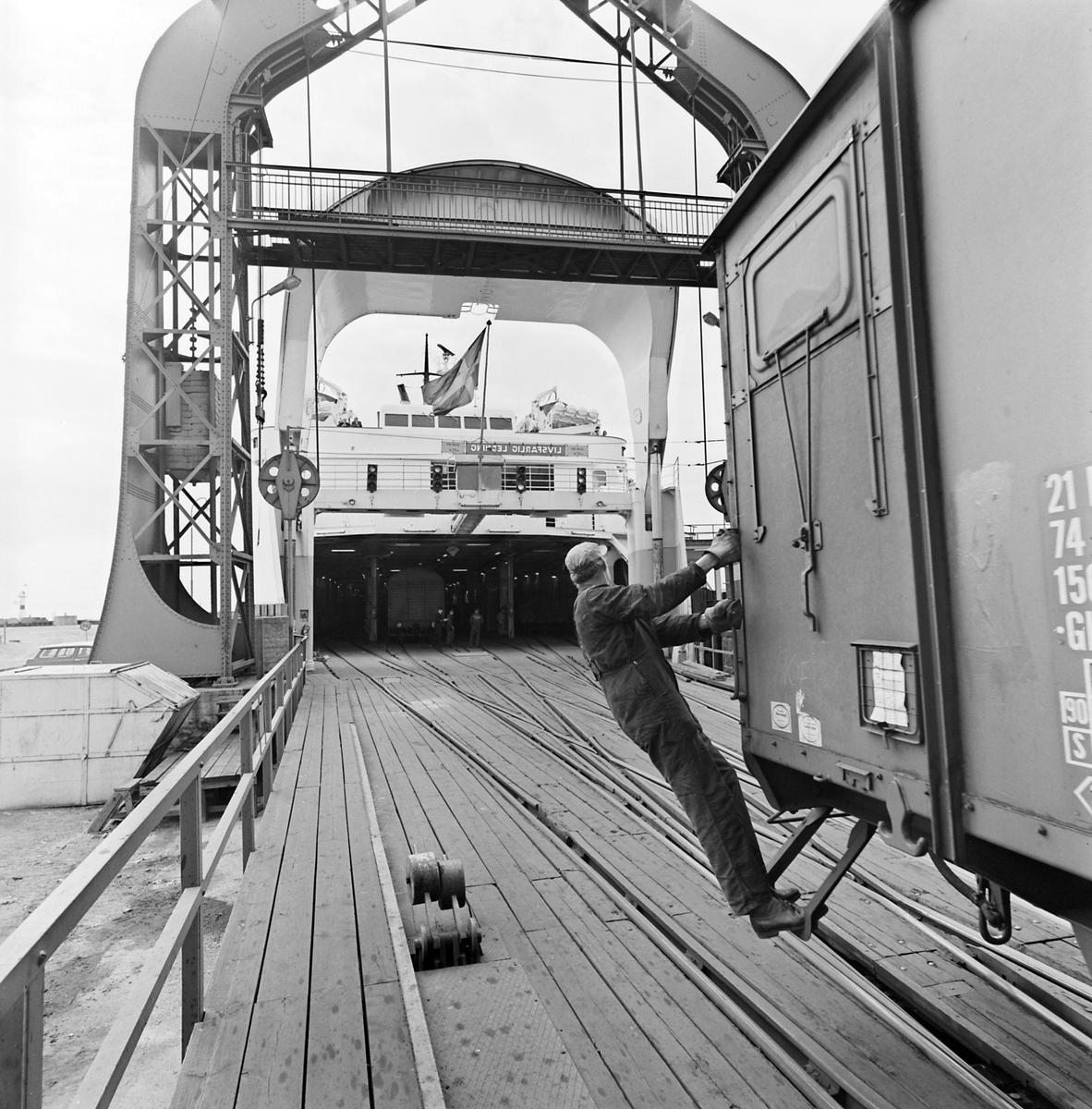 Lossning, ombordtagning av godsvagn