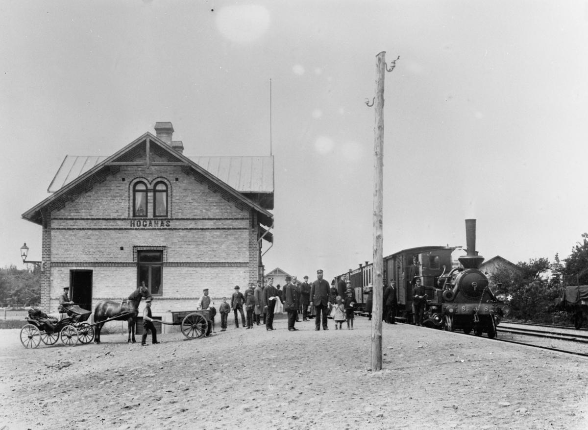 """Höganäs - Mölle Järnväg, HMÖJ, SHJ lok 8 """"Kattarp"""" med tåg.Höganäs station."""