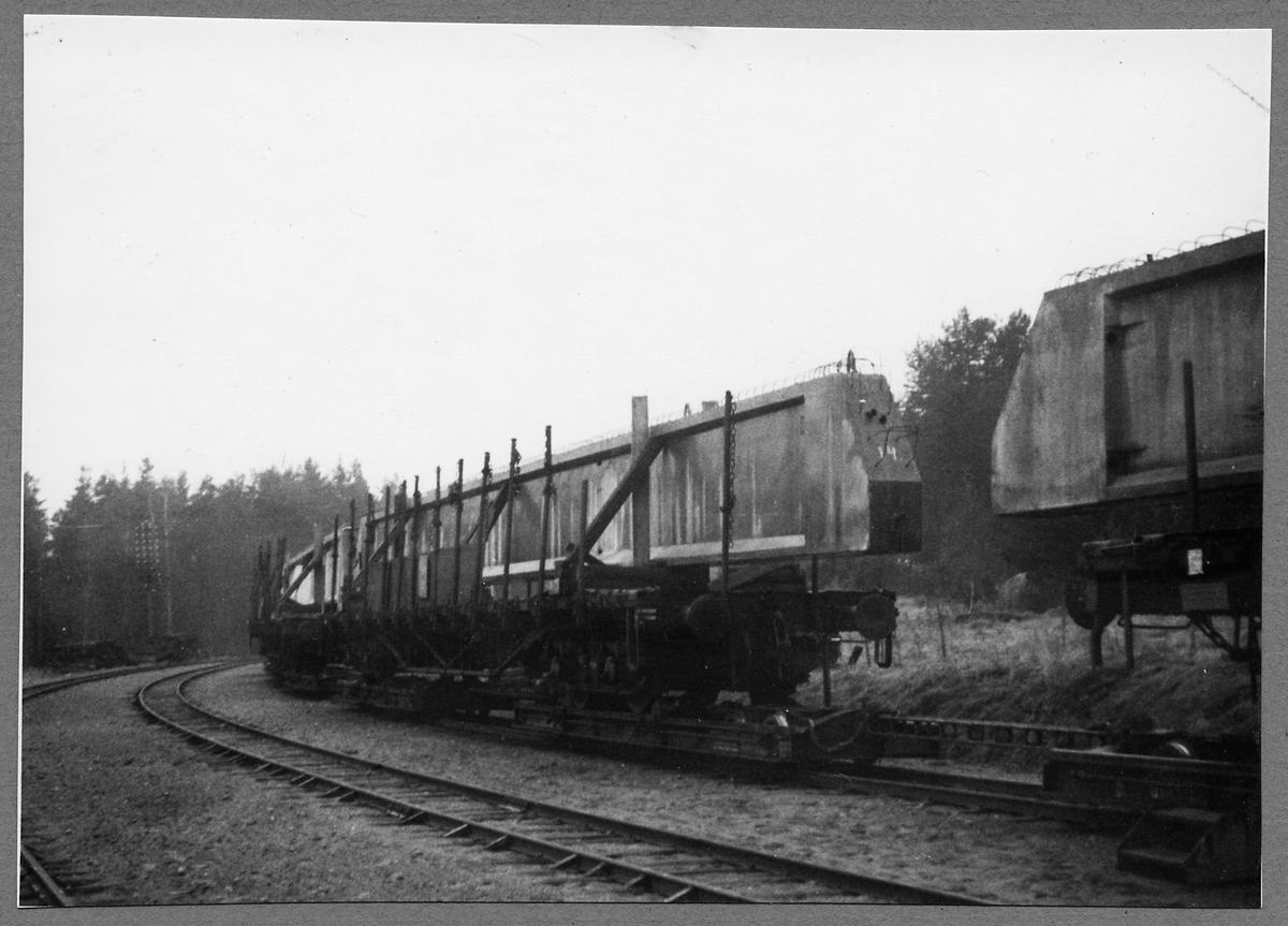 Transport av vägbro betongbalkar från Tuna Järnvägsstation.