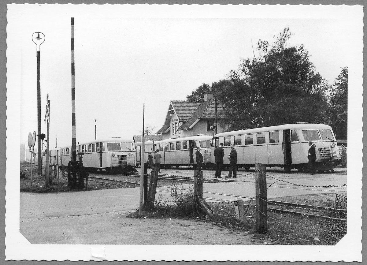 Motorvagnar vid Färjestaden station. Statebns Järnvägar, SJ Y01p.