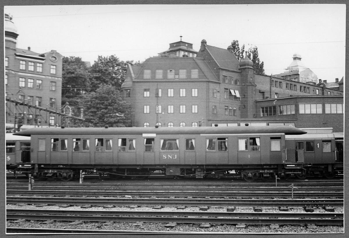 Stockholm-Nynäs Järnväg, SNJ BCo 1 på spår vid Stockholms Centralstation.