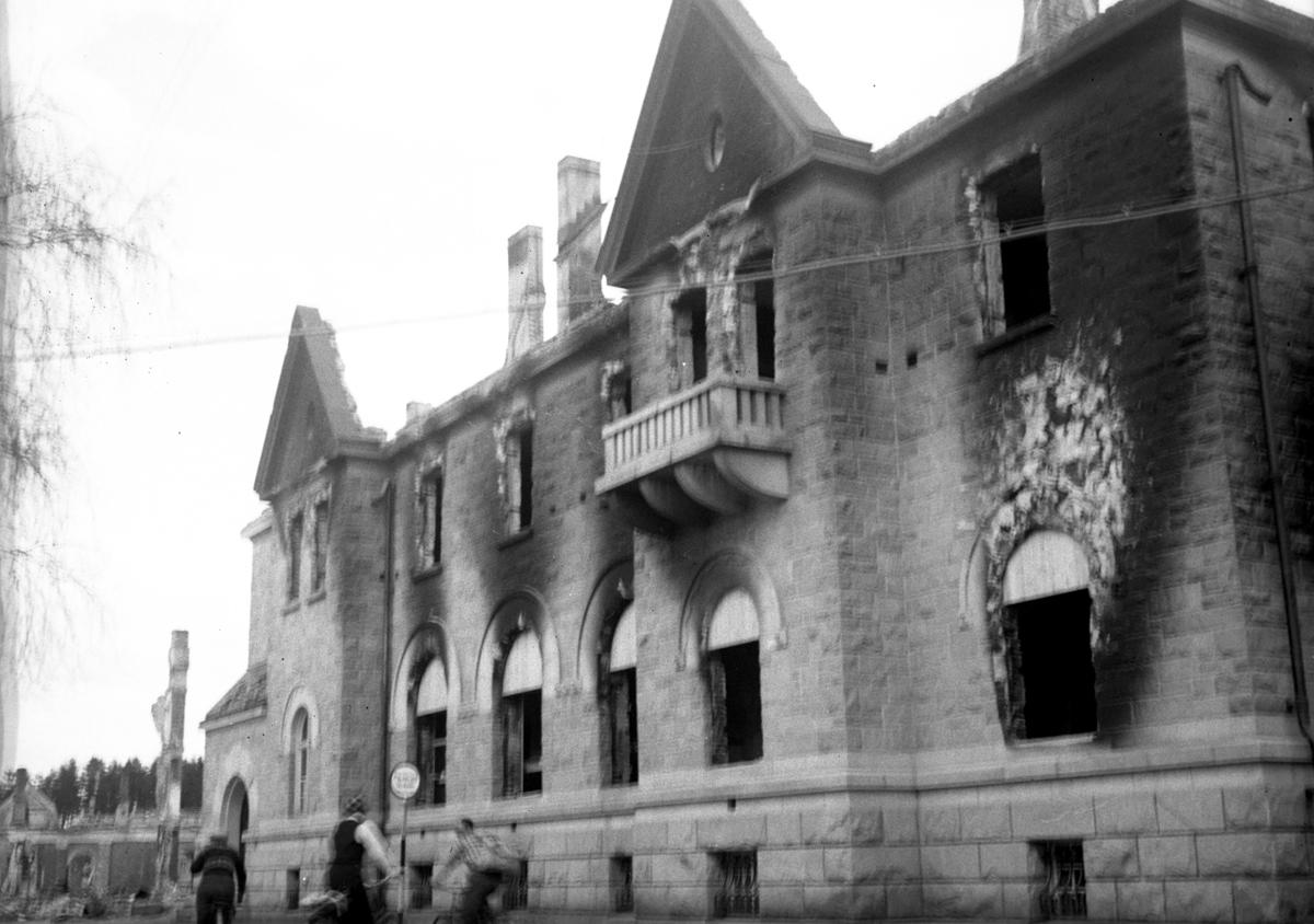 Leiret i ruiner etter bombing 1940