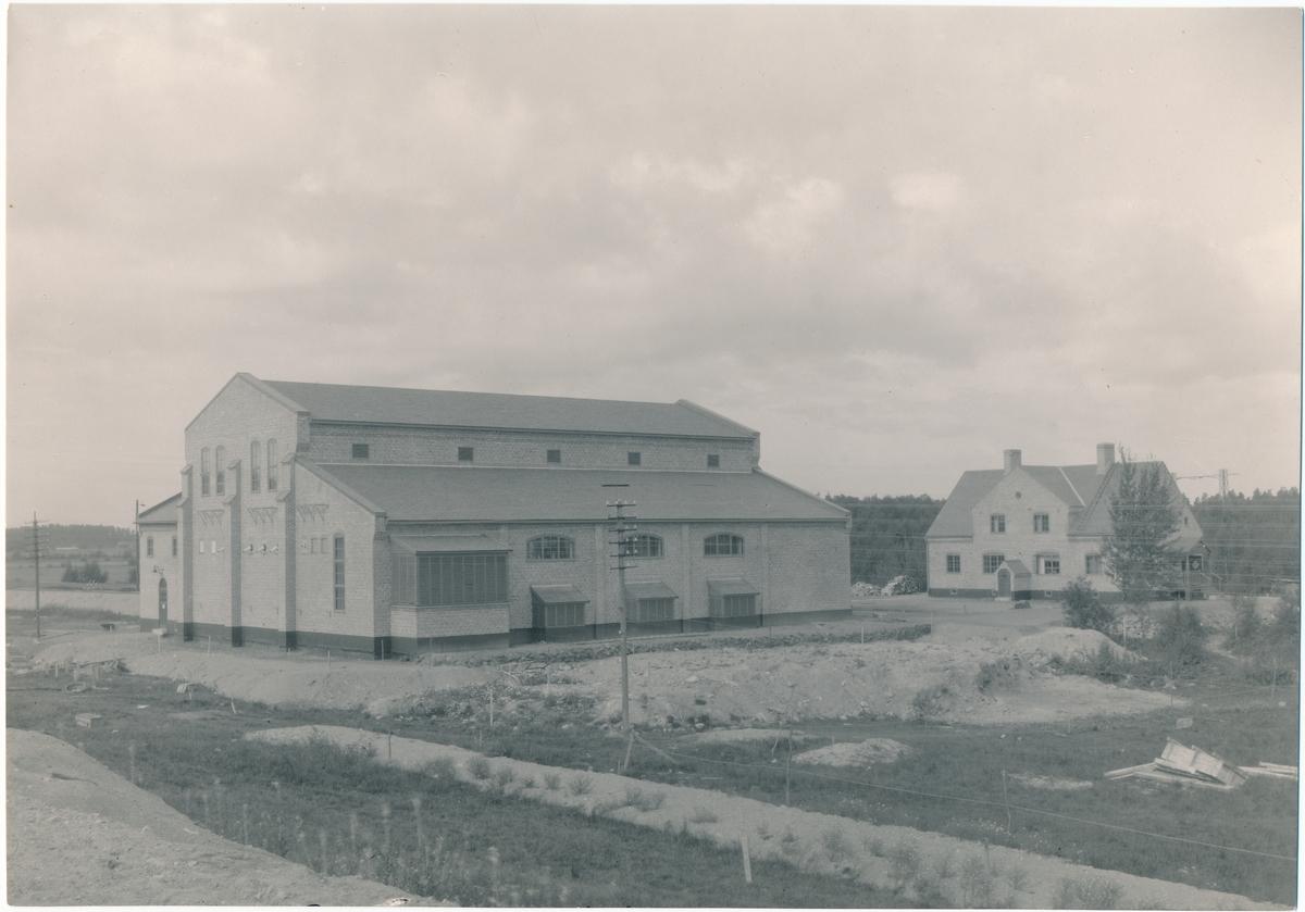 Omformarestation jämte tillhörande boställshus i Hallsberg.