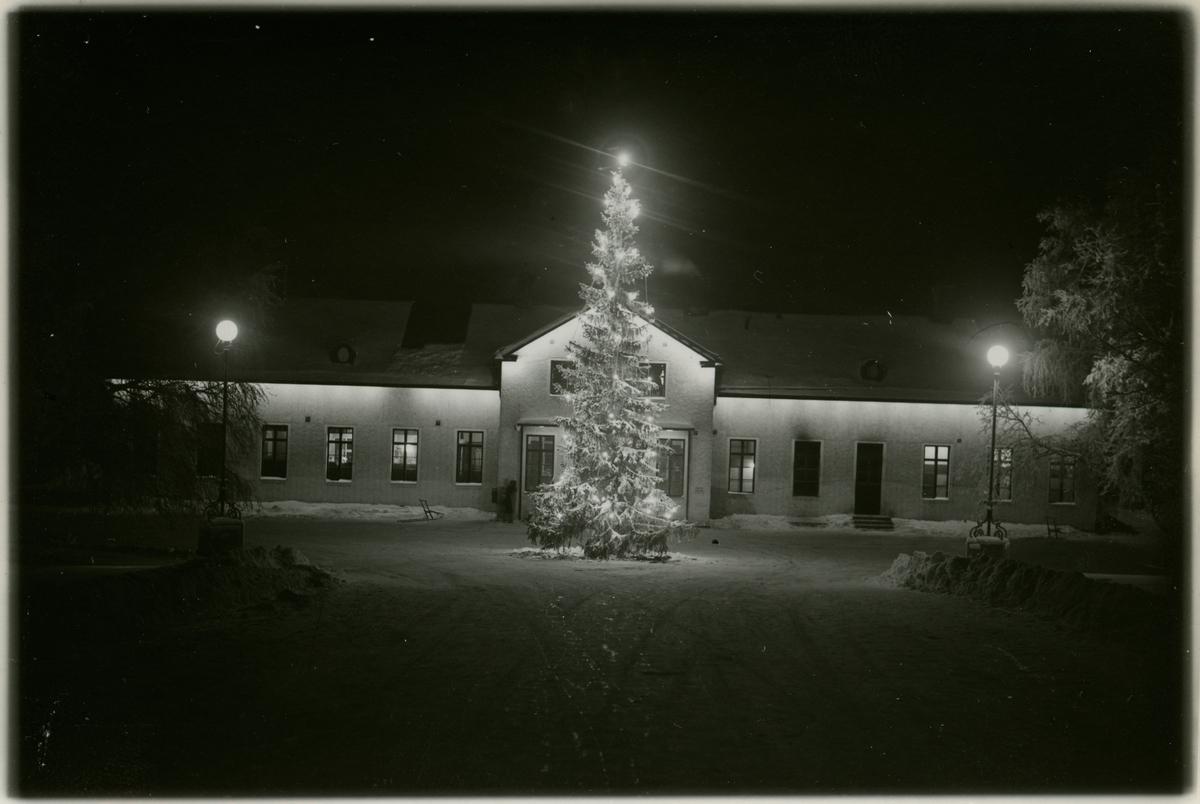 Luleå stationshus i vinterskrud.