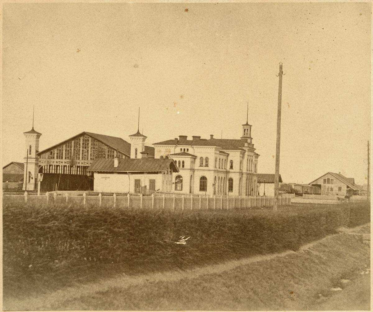 Norrköping stationsområde. Tvåvånings stationshus i sten, invigdes 1866-07-02