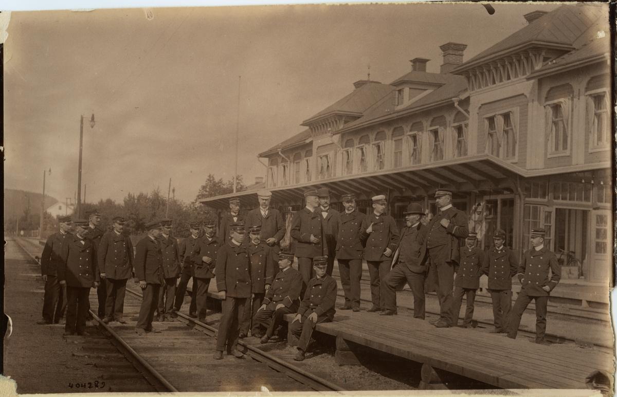 Östersunds station. Stins med personal.