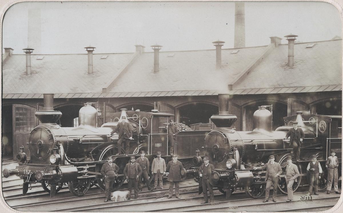 """Stockholm Norra  lokstall 1891. Statens Järnvägar, lok SJ Ca 187 """"Ester"""", och SJ Da 180 """"Svartlösa""""."""