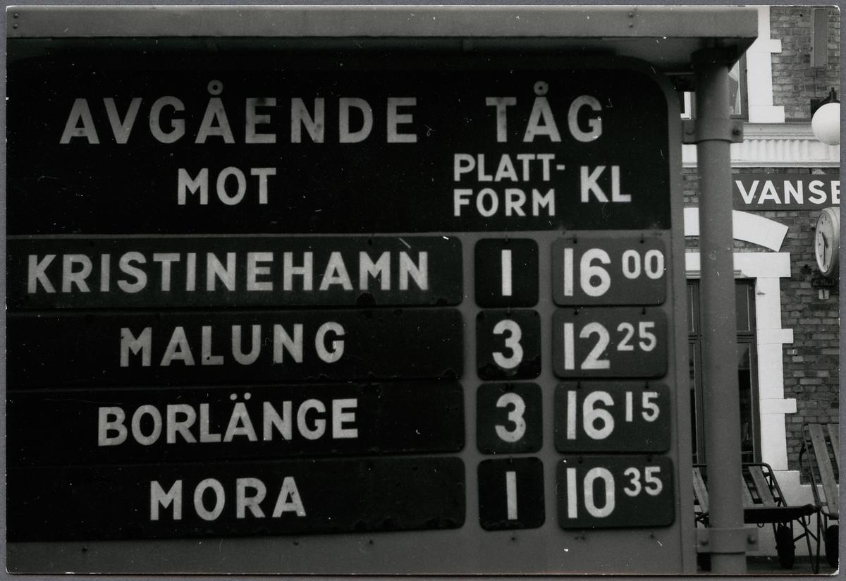 Tågskyltning i Vansbro sommaren 1969 innan stationen upphörde att vara knutpunkt.