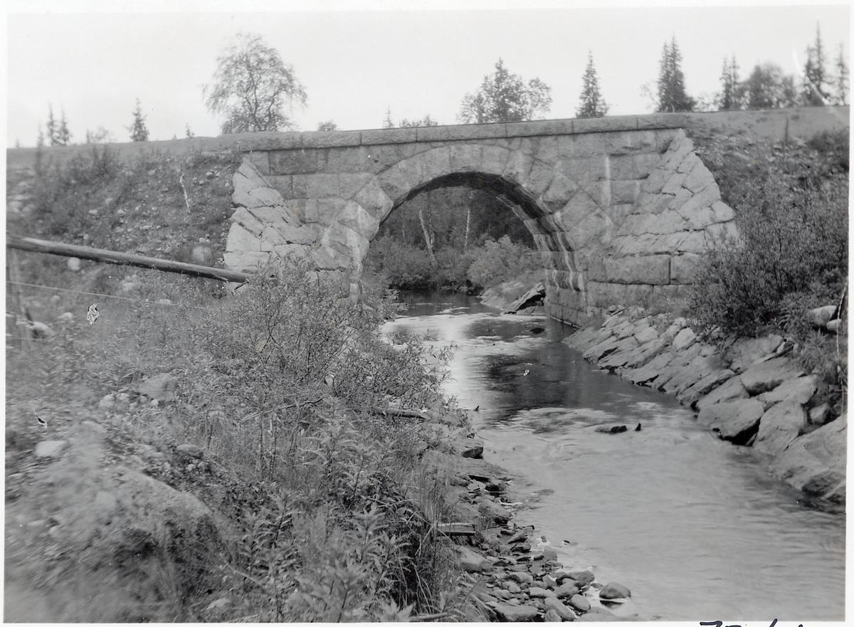 Stenvalvsbro över Björnbäcken på linjen mellan Vilhelmina och Storuman.