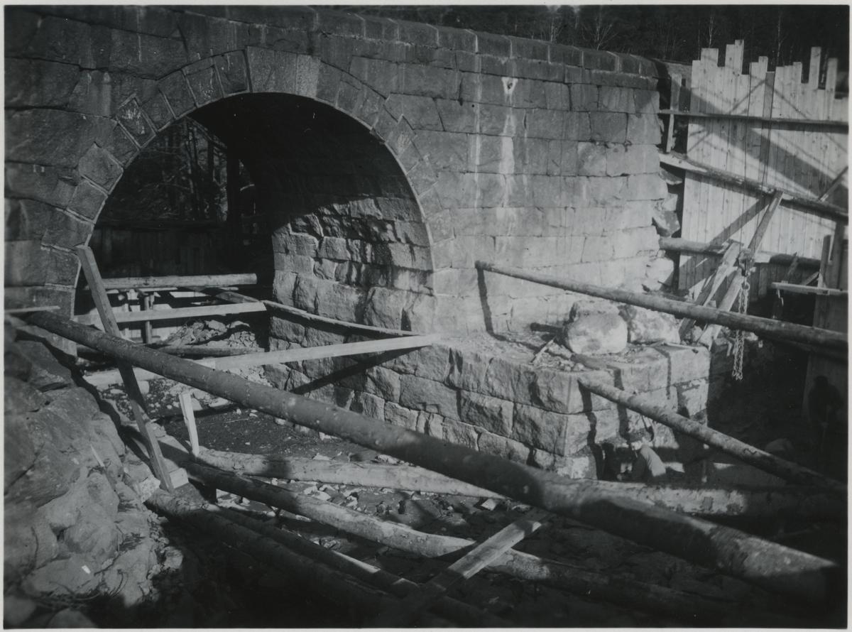 Strömfåran samt nuvarande kulvert över Stenhammarsån. På linjen mellan Flen - Sköldinge