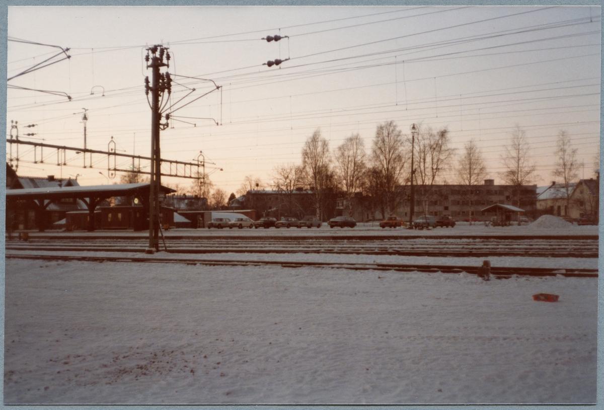 Boden station syns till vänster på andra sidan spåret.