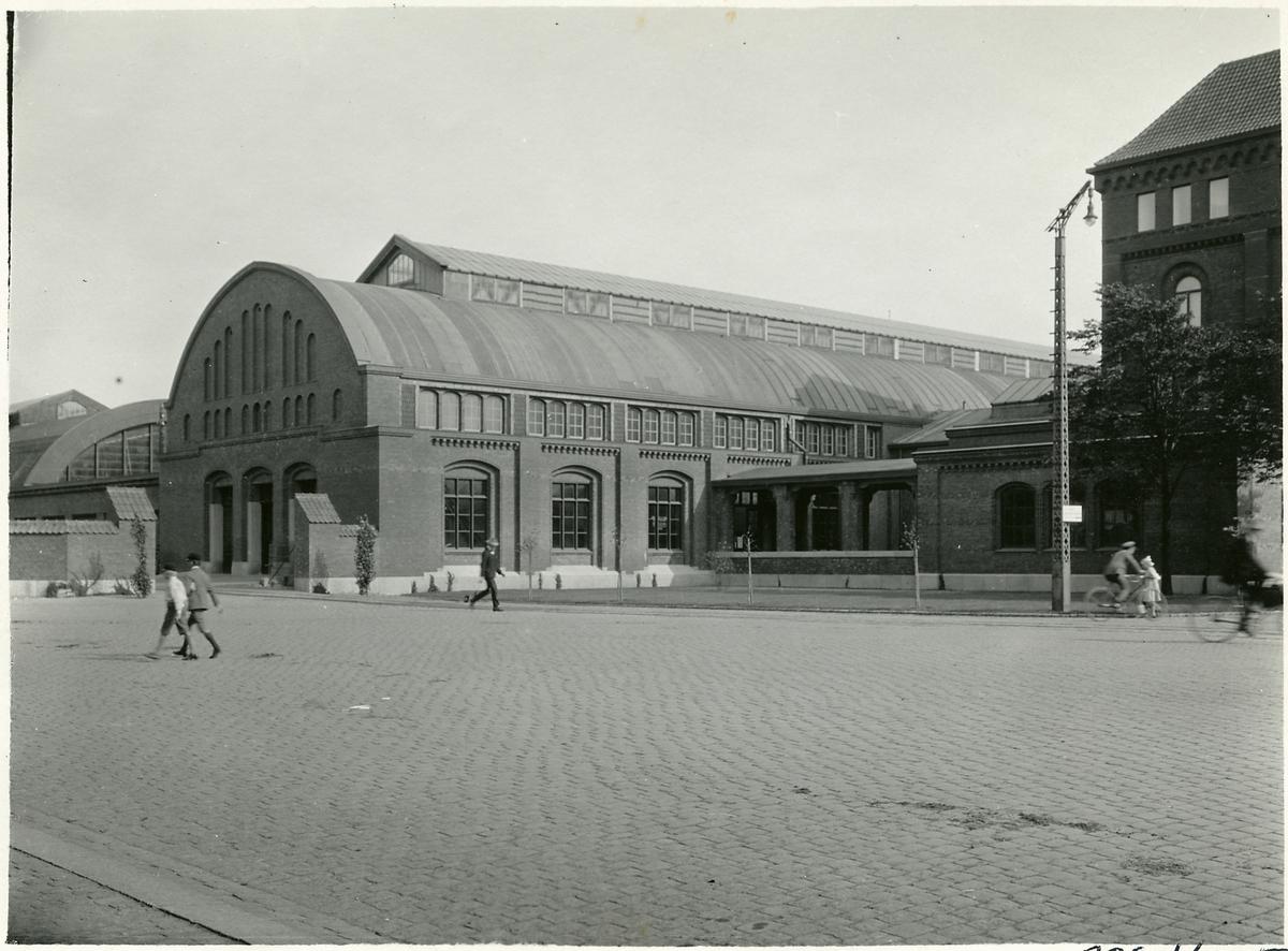 Del av Malmö centralstation från gatusidan.