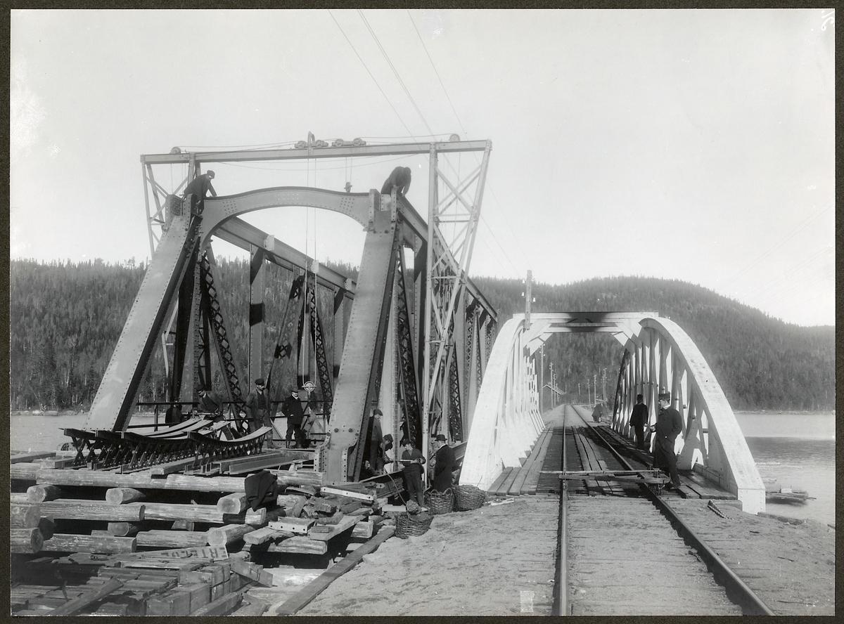 Byte av överbyggnad på järnvägsbron över Grötingen på linjen mellan Bräcke och Långsele.