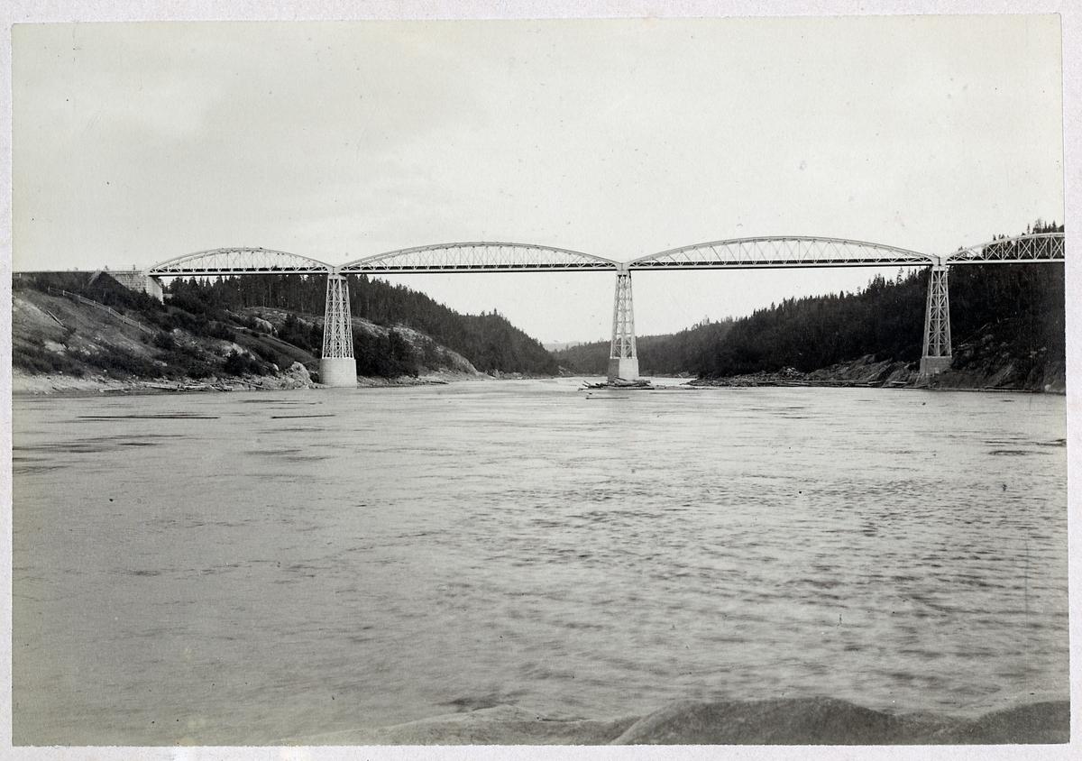 Järnvägsbro över Indalsälven vid Ragunda.