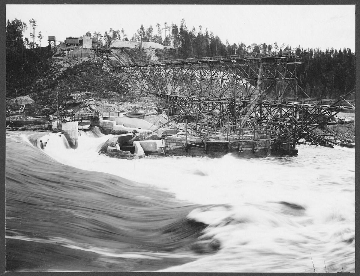 Brobygget över Piteälven vid Sikfors på linjen mellan Piteå och Älvsbyn.