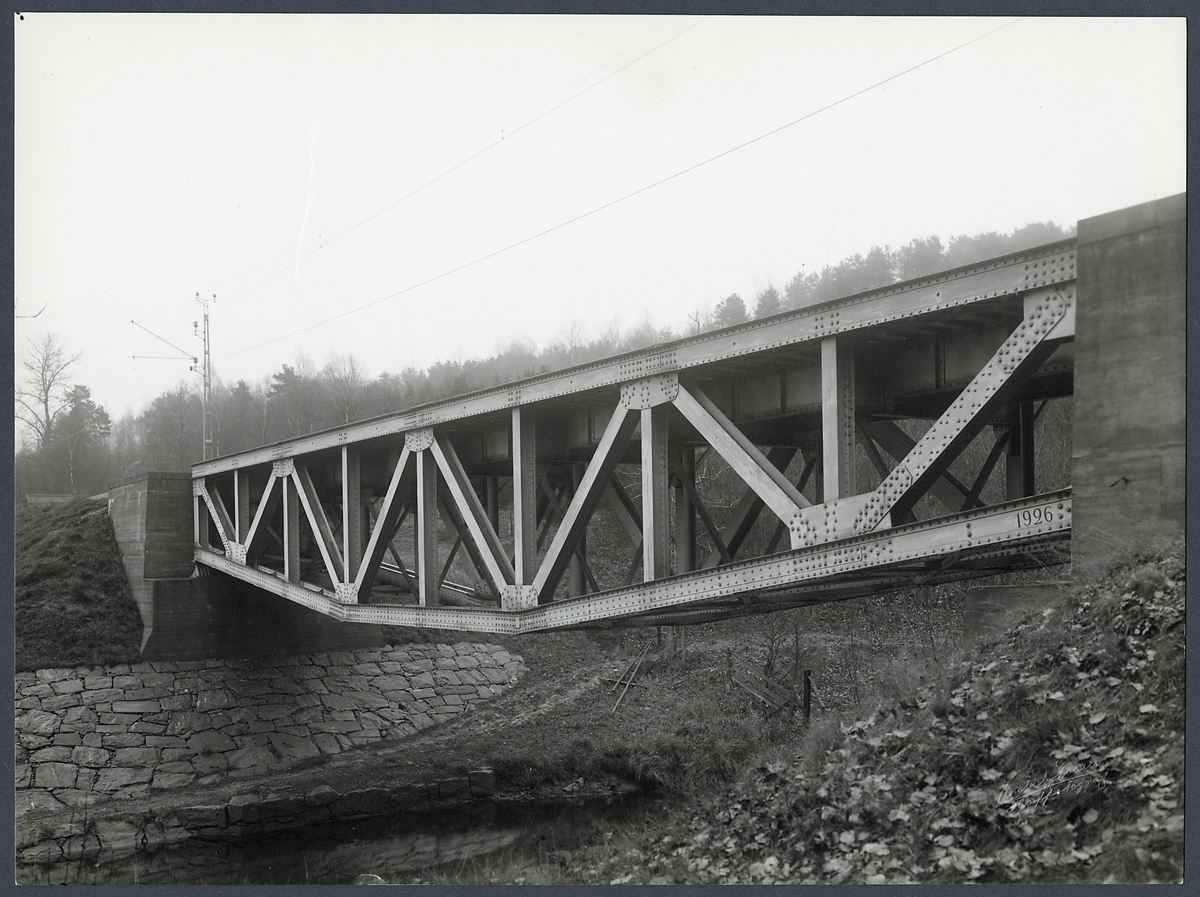 Järnvägsbro över Säveån vid Tokebacka (Rolfs-kulle) på linjen mellan Torp - Alingsås.