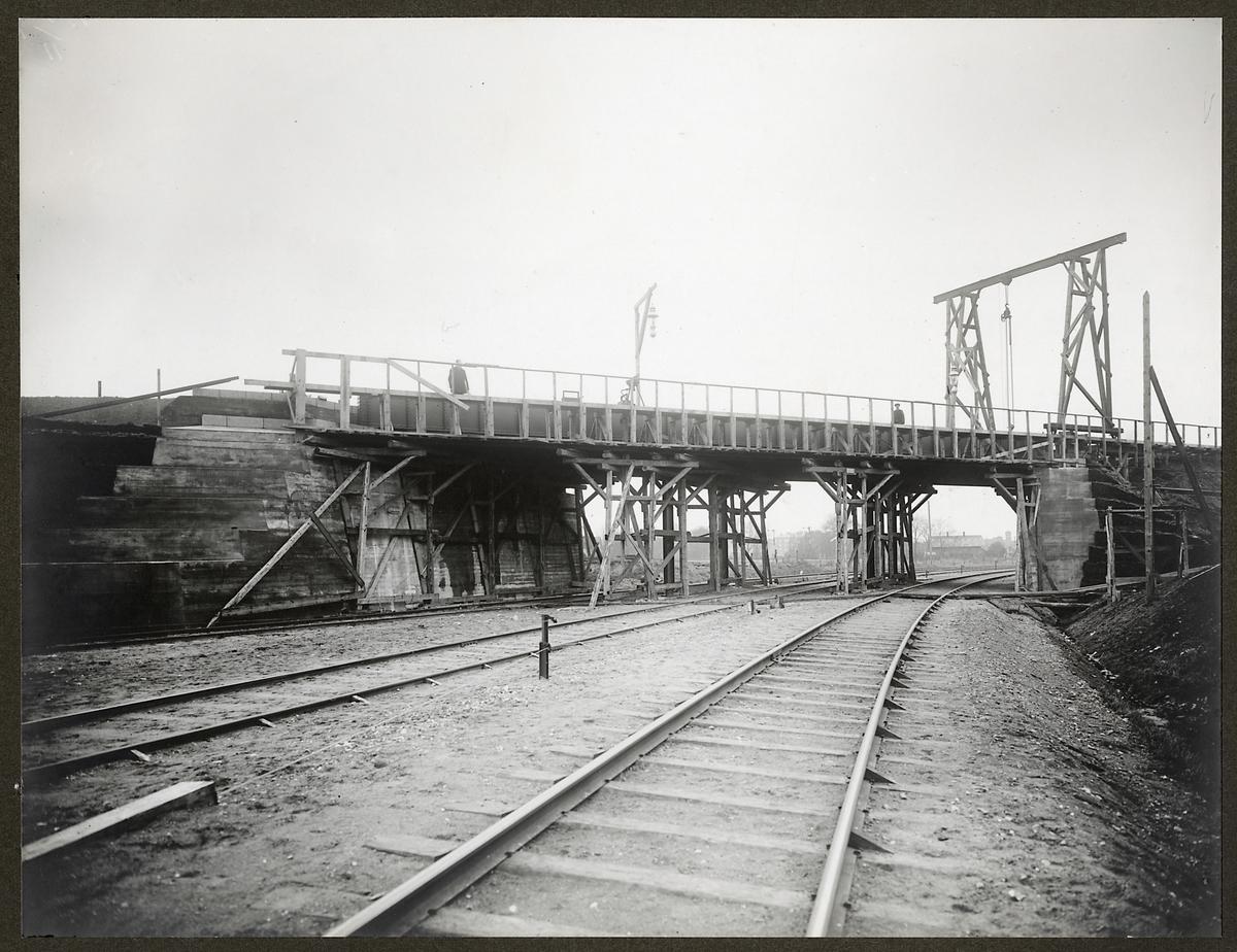 Statens Järnvägars viadukt i Malmö över privatjärnvägar.
