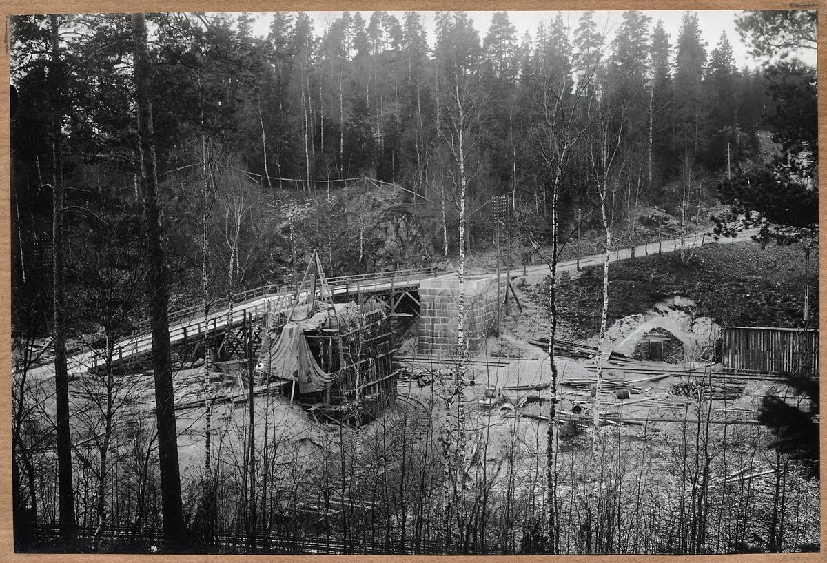 Byggnation av vägbro vid Näkna.